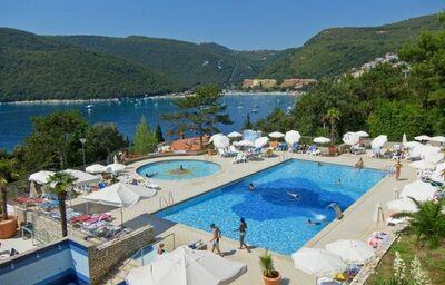Bazén v areáli hotela Allegro