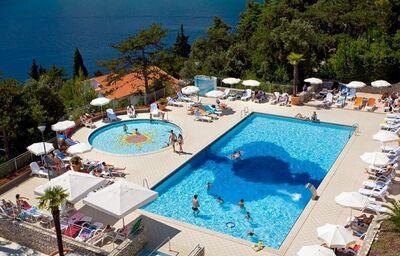 Pohľad na bazény v hoteli Allegro