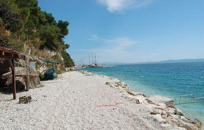 Pohľad na pláž pri hoteli Vila Viskovič