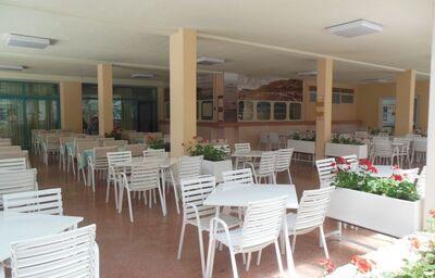 Stolovanie v pavilónoch Rivijera Sunny Resort by Valamar