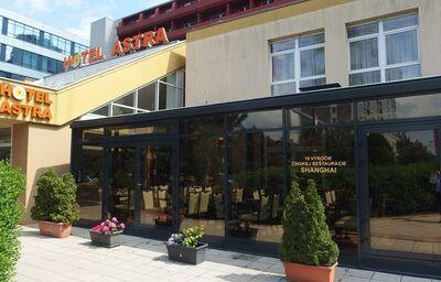 Vstup do hotela Astra