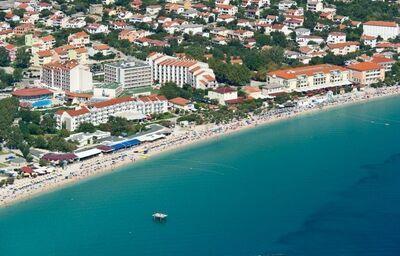 Pohľad z výšky na hotel Corinthia