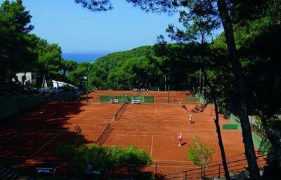 tenisové kurty prui hoteli Vespera, ostrov Lošinj, Chorvátsko