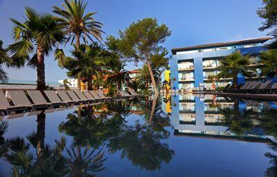 Bazén v hoteli Occidental Menorca