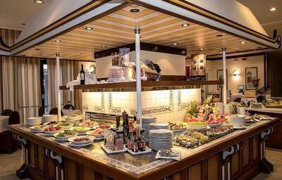 Švédske stoly v hoteli Excelsior