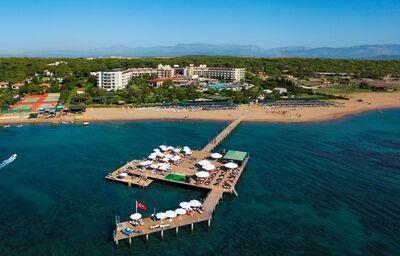 Pohľad od mora na hotel Arcanus