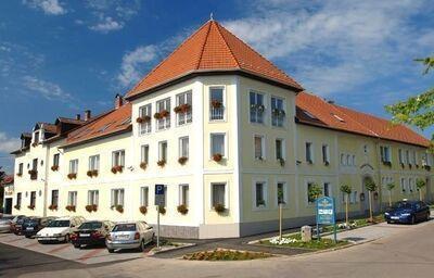 Pohľad na hotel Korona Eger