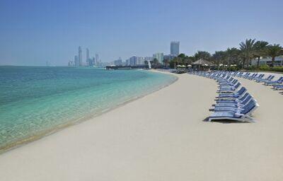 Relax a oddych na pláži pri mori