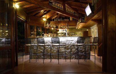 Posedenie pri bare v hoteli Baia Imperiale