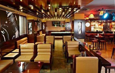 Sedenie v lobby bare v hoteli Citymax Al Barsha