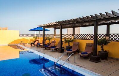 Relax pri bazéne hotela Citymax Al Barsha