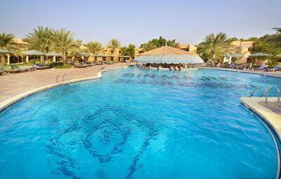 Bazén hotela Bin Majid Beach Resort