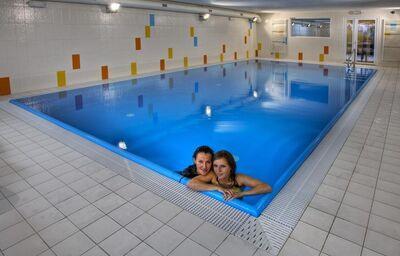 Ženy vo vnútornom bazéne