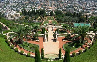 Chrám Bahai s nádhernými visutými perzskými záhradami