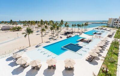 Areál s bazénom v hoteli Fanar hotel and residences