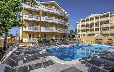 Areál hotela Zaton Aparthotel s bazénom