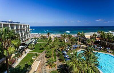 Pohľad z výšky na komplex hotela Club Calimera Sirens Beach and Village