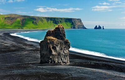 Čierna pláž a skaly mysu Dyrhólaey