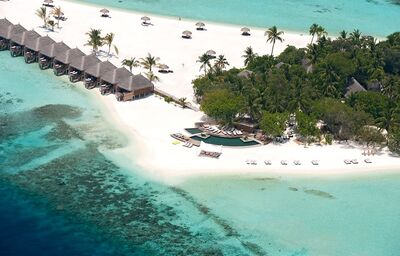Pohľad na domčeky na pláži s priamym vstupom do mora