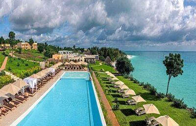 Pohľad na bazén v hoteli RIU Palace Zanzibar