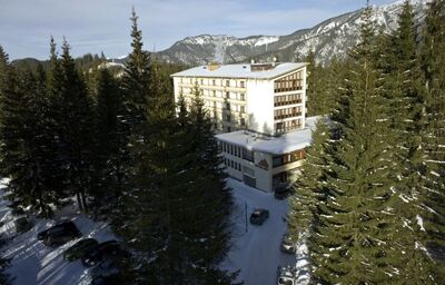Pohľad z diaľky na hotel Sorea SNP