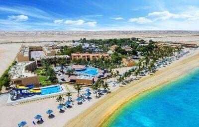 Pohľad na areál hotela Smartline Bin Majid Beach Resort Ras al Khaimah s plážou