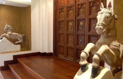 Dvere v hoteli Royal Palms