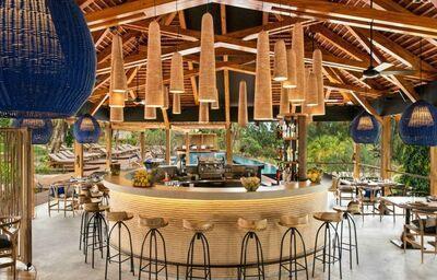 Posedenie pri bare v hoteli Zuri Zanzibar Hotel & Resort