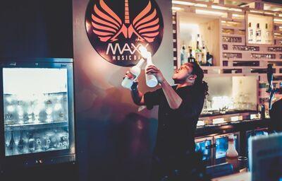 Ohňová šou v hoteli City Max Al Barsha at the Mall