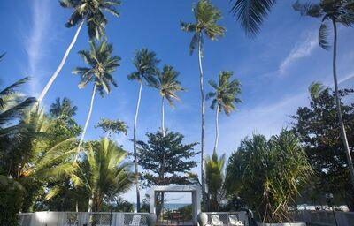 Bazén v rezorte Surya Lanka Ayurveda Beach