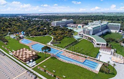 Pohľad z výšky na areál hotela Rixos Premium Belek