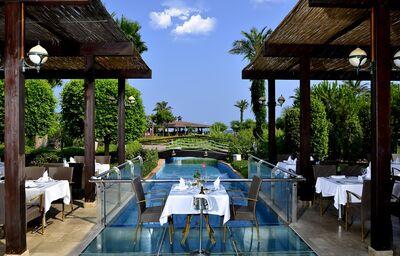 Vonkajšia terasa v hoteli Miracle Resort