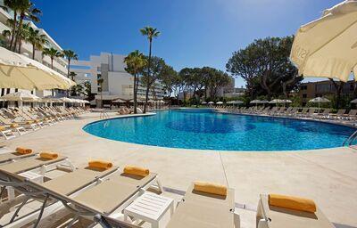 Bazén v hoteli Iberostar Cristina