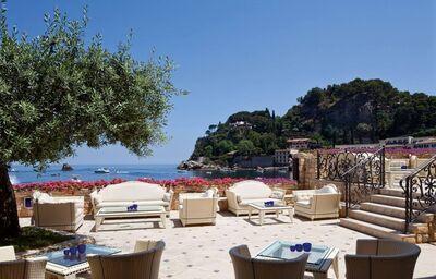 Posedenie s výhľadom na more v hoteli VOI Grand hotel Mazzaro Sea Palace