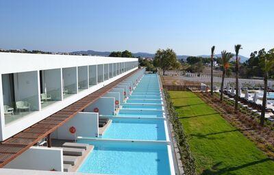Súkromné bazény v hoteli Gennadi Grand Resort