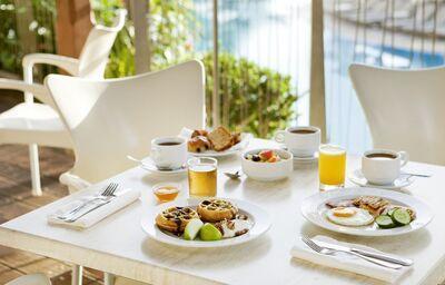 Raňajky v hoteli Louis Althea Beach