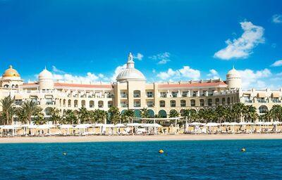 Pláž pred hotelom Sunrise Romance Sahl Hashees Resort