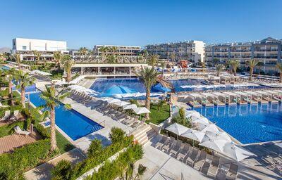 Bazény v hoteli Zafiro Palace Hotel Alcudia