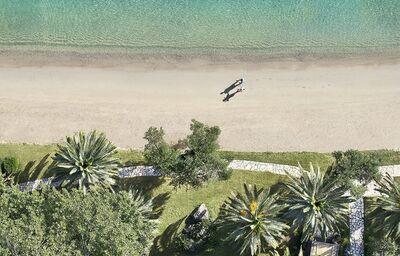Pláž pred hotelom Lux Me Grecotel Daphnila Bay Dassia