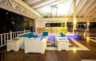Vnútorný bar v hoteli ista Sol Punta Cana