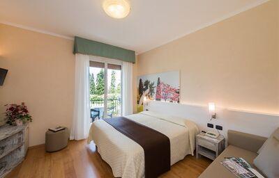 Izba s výhľadom do záhrady hotela Della Torre