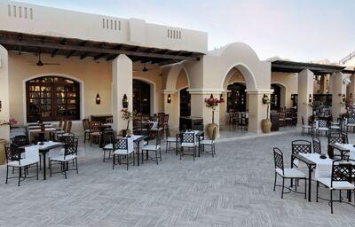 terasa hlavnej restauracie, Jaz Makadina, Egypt