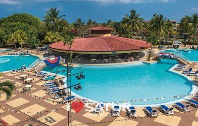 Bazén s barom v hoteli Be Live Experience Varadero
