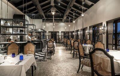 Posedenie v reštaurácii v hoteli Park Hyatt Goa Resort and Spa
