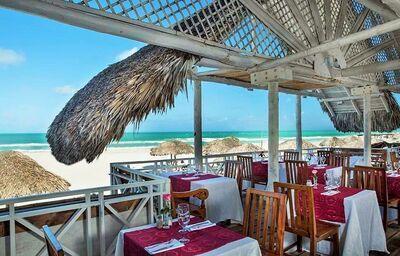 Posedenie na terase s výhľadom na more v hoteli Royalton Hicacos