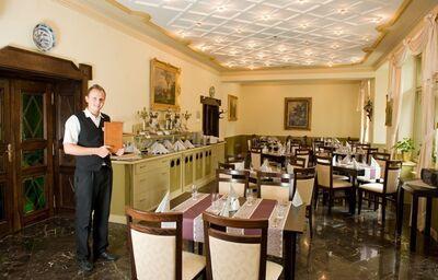 Reštaurácia, Hotel Most Slávy, Trenčianske Teplice