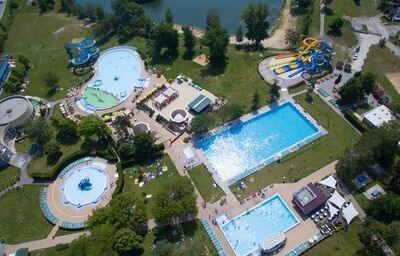 Komplex bazénov v hoteli Thermalpark