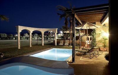 Menší bazén v hoteli Atrium Palace Thalasso Spa & Villas