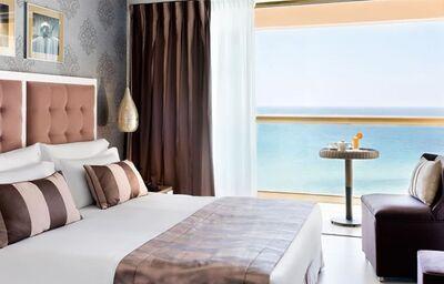 Izba s výhľadom na more v hoteli Sani Beach