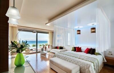Izba s výhľadom na more v hoteli Amathus Elite Suites